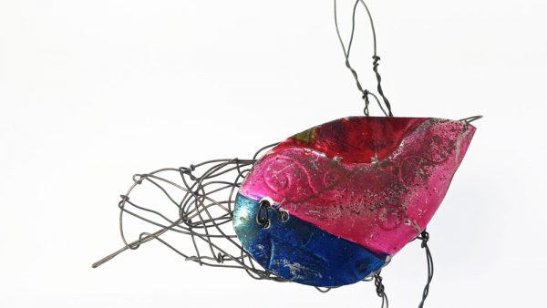 Bird sculpture made of wire and tin